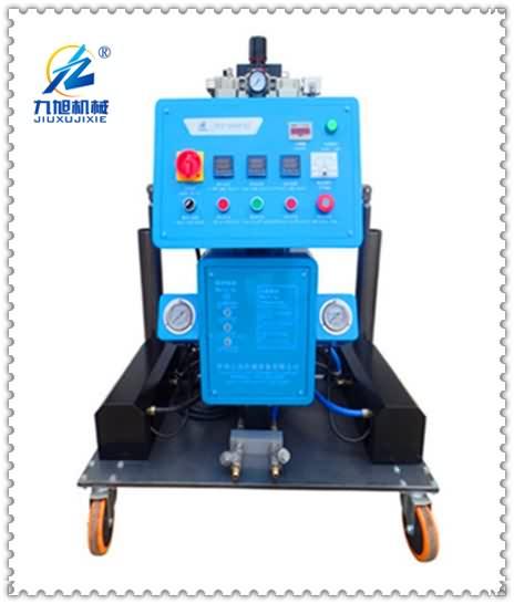 自主生产的JNJX-Q2600(K)型聚氨酯喷涂设备